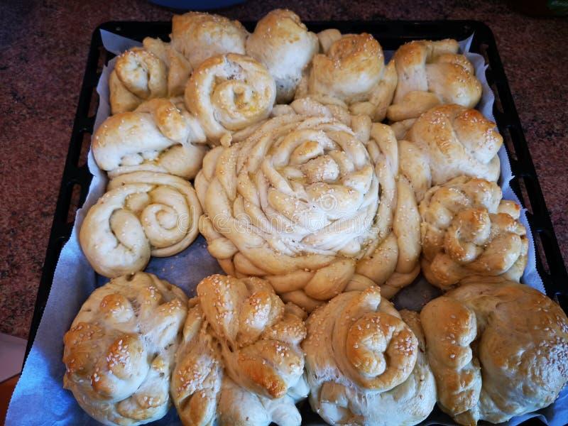 Pan hecho en casa con las semillas de sésamo en el top imagenes de archivo