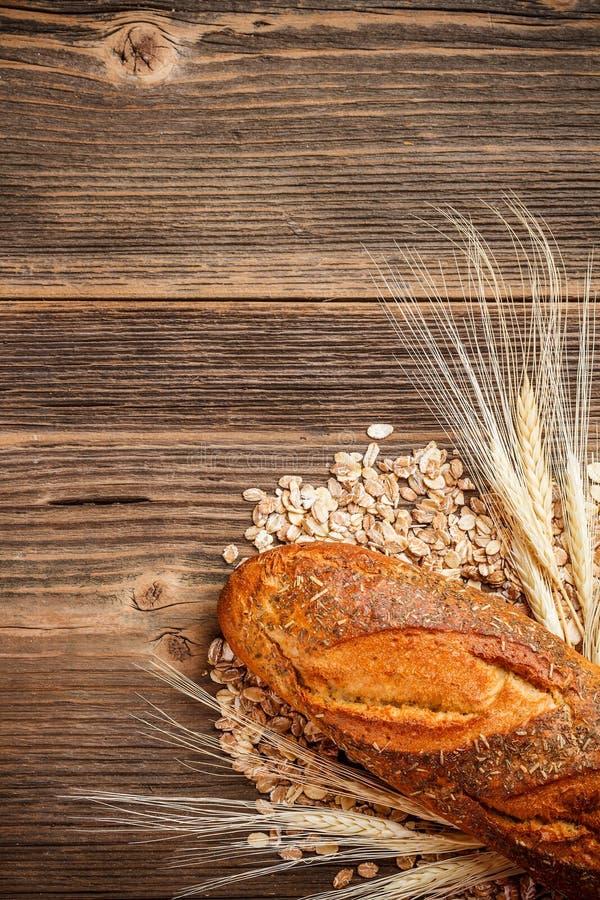 Pan hecho en casa rural fresco del centeno fotografía de archivo libre de regalías
