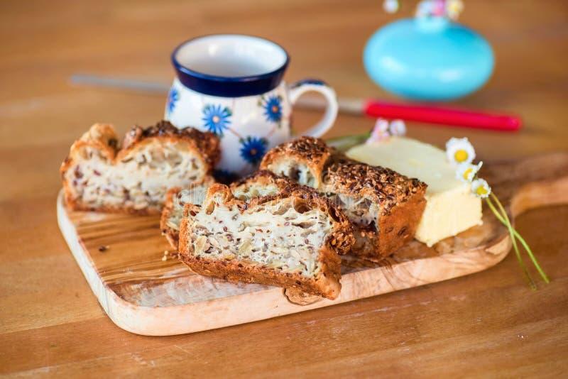 Pan libre del gluten con las semillas imágenes de archivo libres de regalías