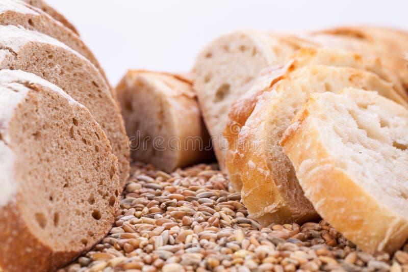 Pan mezclado sabroso fresco de la panadería de la rebanada del pan fotografía de archivo