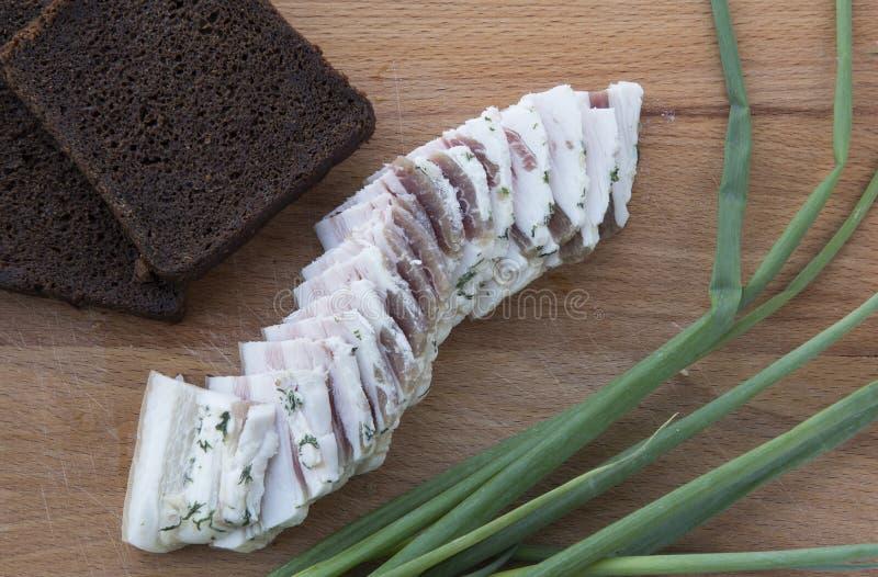 Pan negro, manteca de cerdo, cebollas verdes imagen de archivo libre de regalías