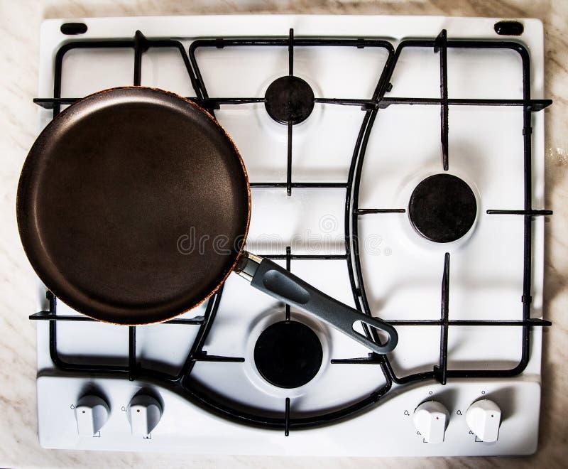 Pan op gasfornuis stock afbeelding