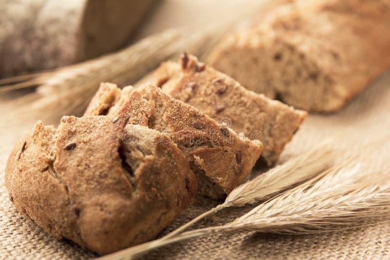 Pan, pan de centeno y oídos cortados imagen de archivo libre de regalías