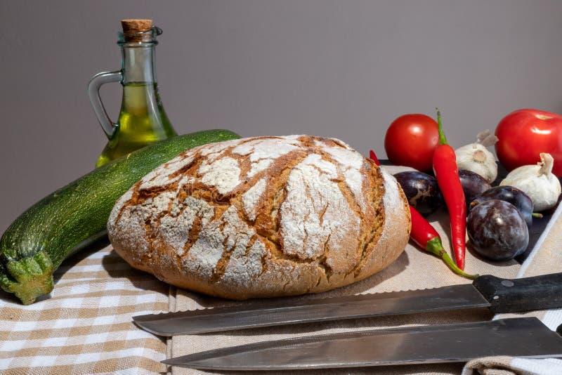 Pan polaco en una tabla del país foto de archivo