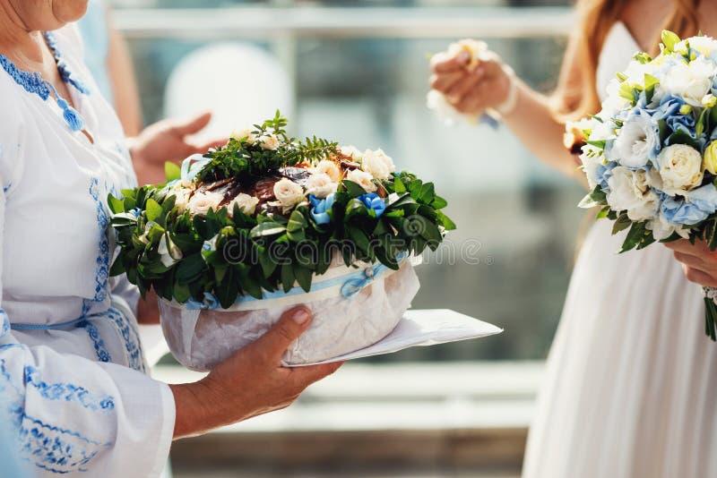 Pan, reunión la novia y novio de la boda, sal del pan, boda d fotos de archivo libres de regalías