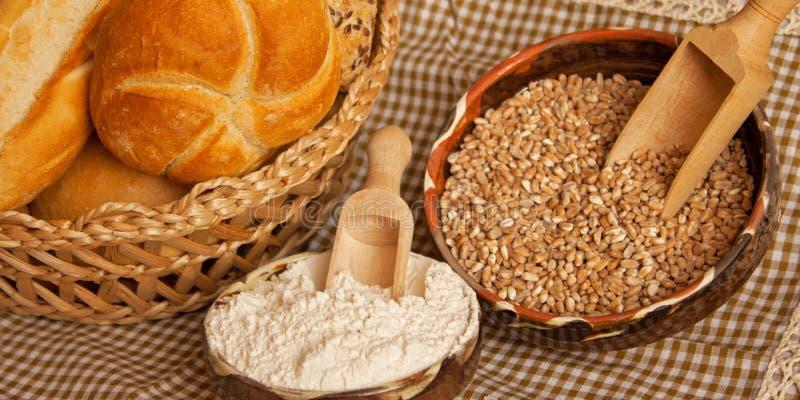 Pan tradicional con los ingredientes fotografía de archivo