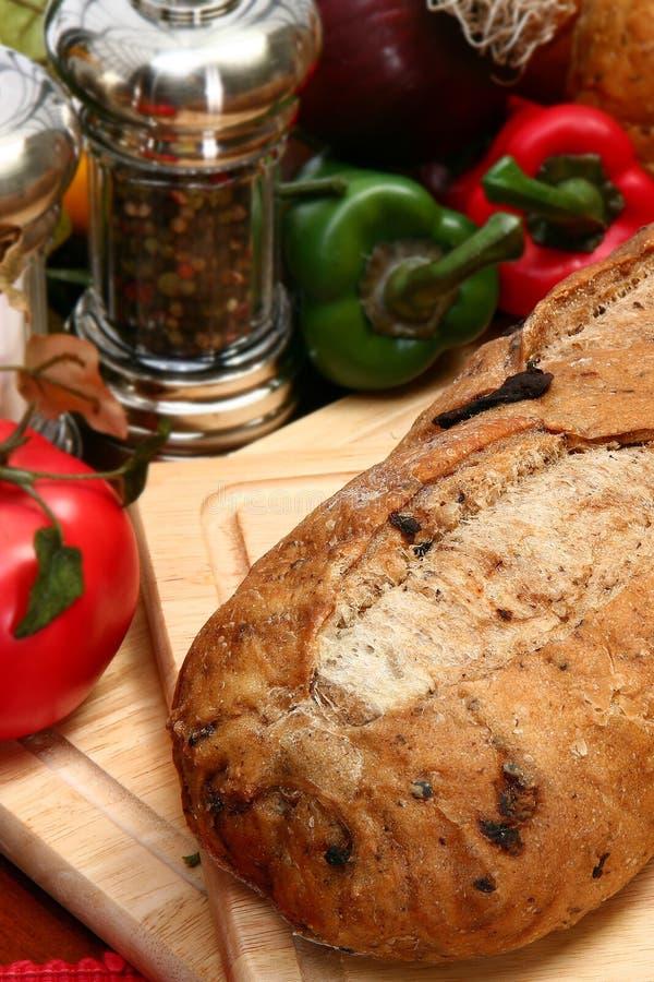 Pan verde oliva del pan en cocina fotografía de archivo libre de regalías