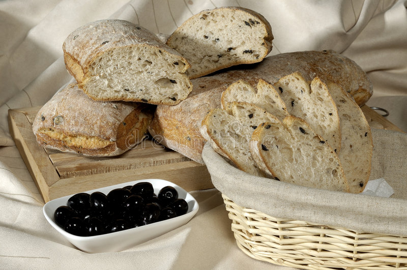 Pan y aceitunas imagen de archivo libre de regalías