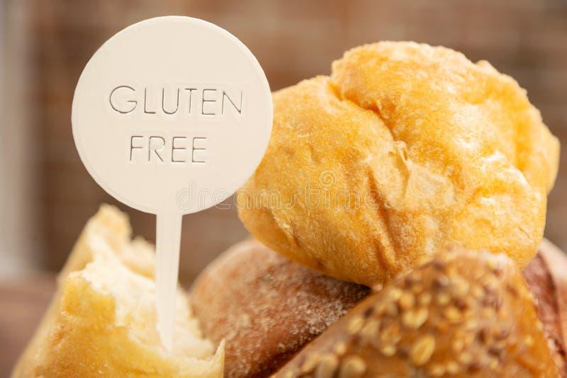 Pan y bollos sin cualquier gluten para la gente con alergia fotografía de archivo