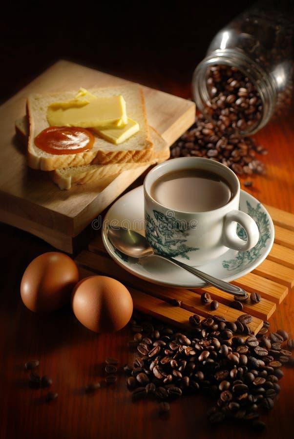 Pan y huevo del café imagen de archivo