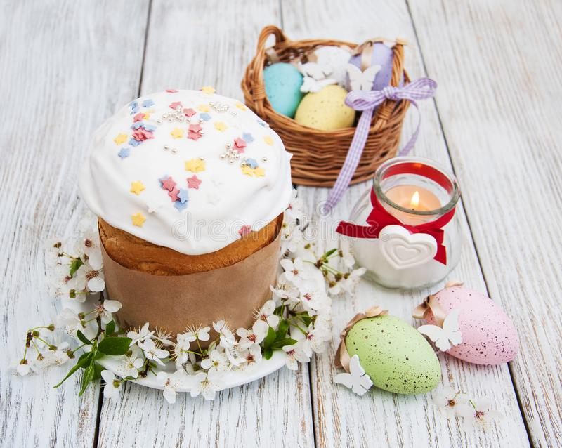 Pan y huevos de Pascua foto de archivo
