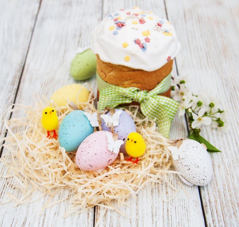 Pan y huevos de Pascua fotografía de archivo