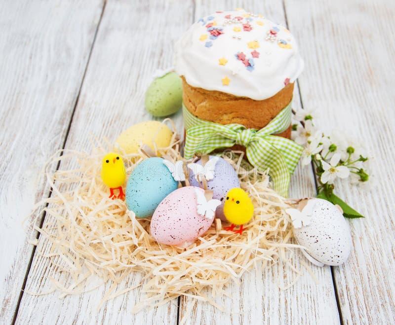 Pan y huevos de Pascua imagenes de archivo