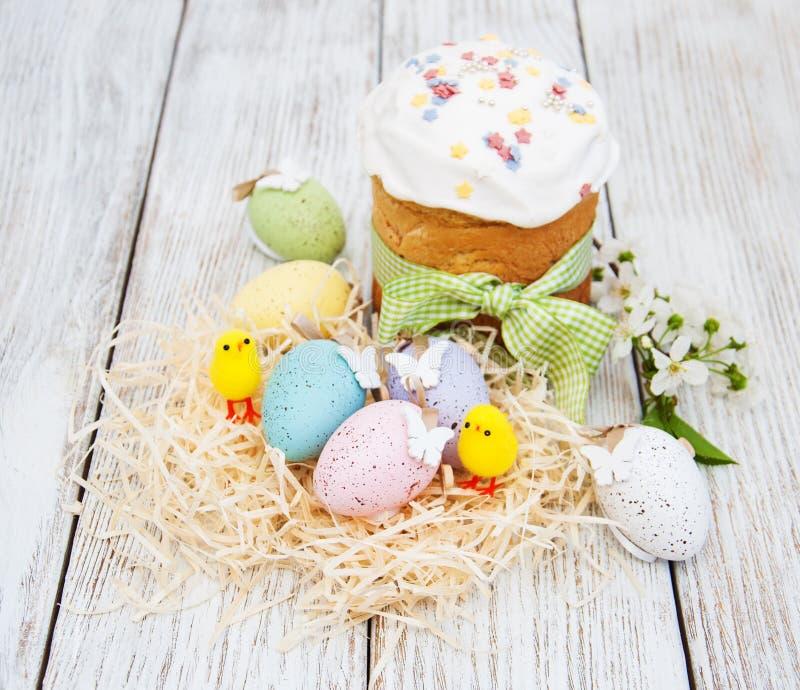 Pan y huevos de Pascua fotografía de archivo libre de regalías