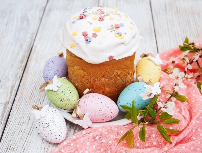 Pan y huevos de Pascua foto de archivo libre de regalías