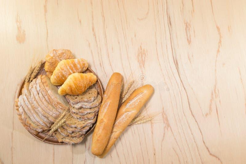Pan y pasteles clasificados imagenes de archivo