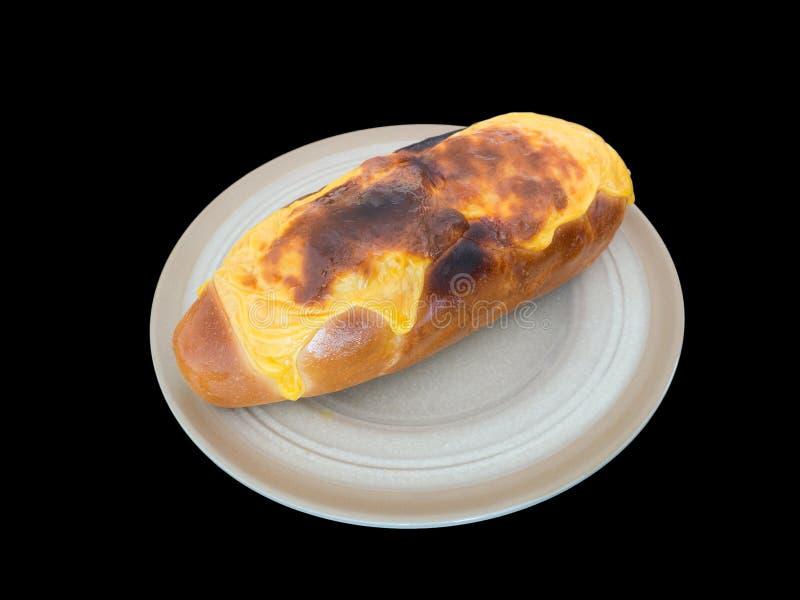 Pan y queso de ajo aislados en el fondo negro con la trayectoria de recortes imágenes de archivo libres de regalías