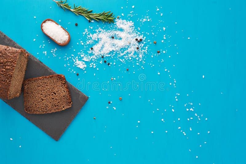 Pan y sal imágenes de archivo libres de regalías