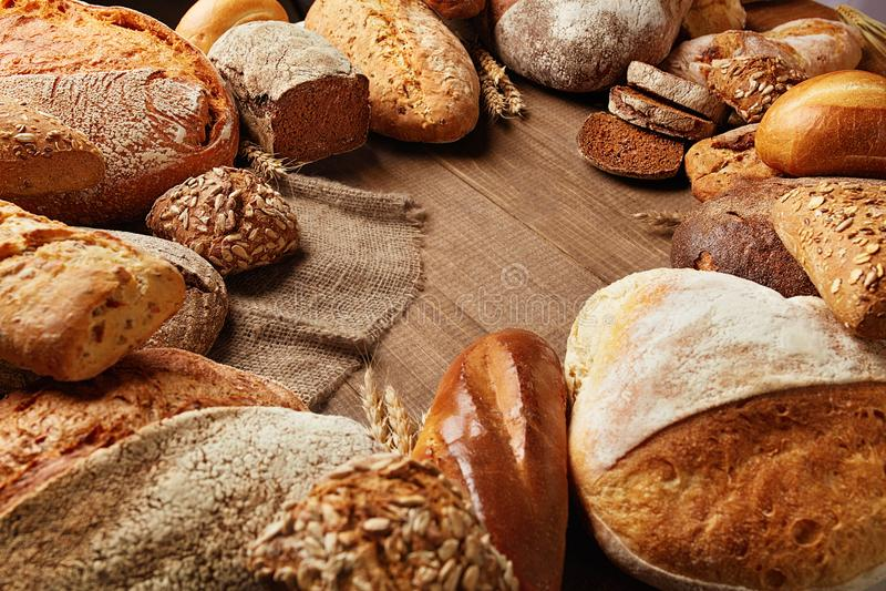 panadería Pan en el fondo de madera fotografía de archivo libre de regalías