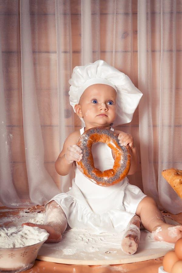 Panadero feliz del bebé imagenes de archivo