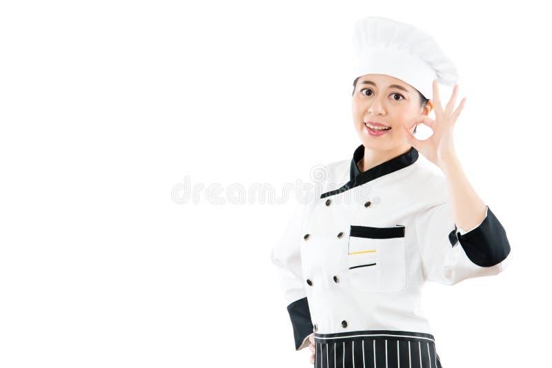 Panadero o cocinero del cocinero que muestra la muestra aceptable de la mano imagen de archivo libre de regalías
