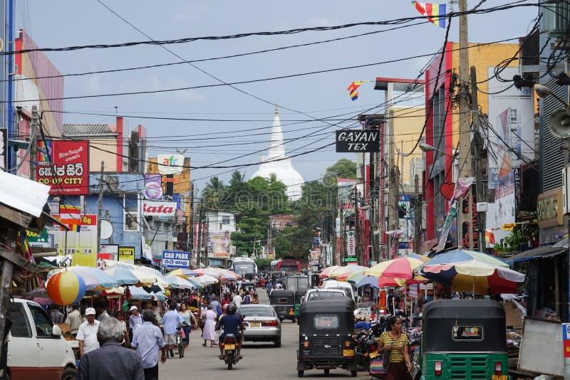 Panadura, Шри-Ланка - 10-ое мая 2018: Взгляд улицы рынка в городе Panadura стоковые фотографии rf
