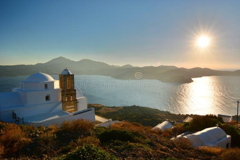 Panagia Thalassitra kyrka på solnedgången Plaka Milos Cyclades öar Grekland arkivfoto