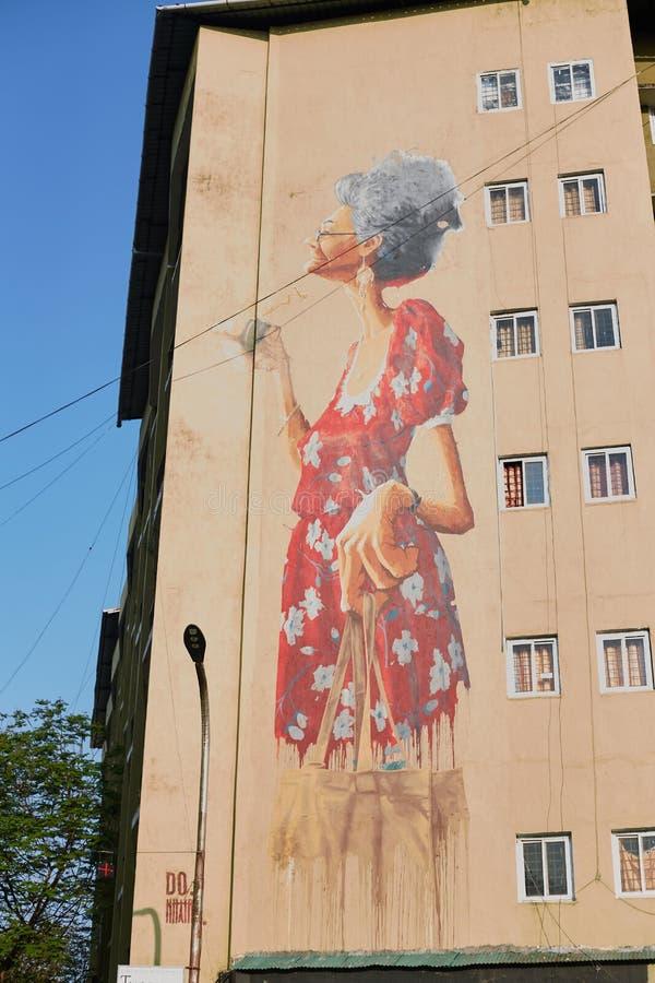 Panaji, Goa - 15 december: Tekening van een oude vrouw Graffiti op de gevel van het gebouw De hoofdstad van Goa royalty-vrije stock fotografie
