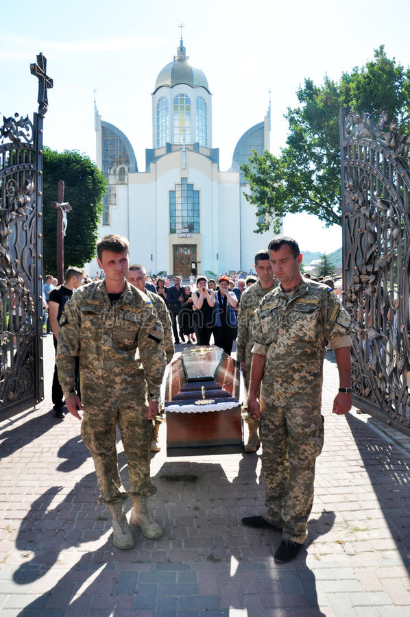 Panakhyda per il più giovane _morto 9 di sergente Igor Shtunik immagine stock