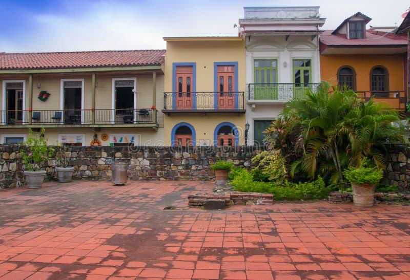 PANAMA CITY PANAMA - APRIL 20, 2018: Panama Casco Veijo är den historiska koloniala mitten av Panama City Gammal Cityscape - royaltyfria foton