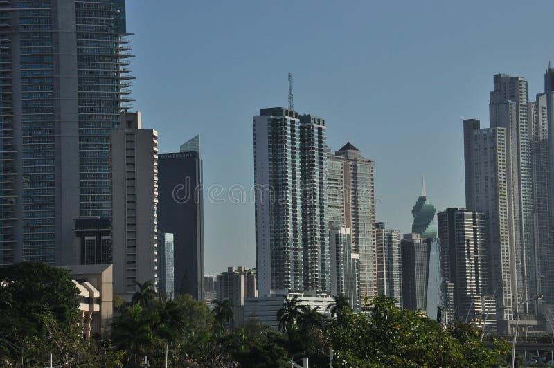 Panama City con gli alti grattacieli e porto sulla costa del Pacifico fotografia stock libera da diritti
