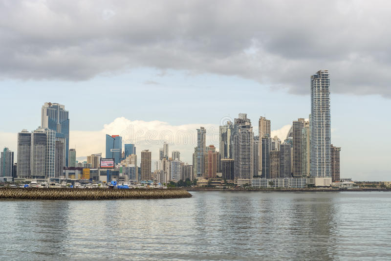 Panama City i stadens centrum horisont royaltyfri bild