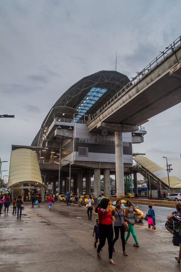 PANAMA CITY PANAMA - MAJ 29, 2016: Högstämt avsnitt av Panama Metr arkivbilder