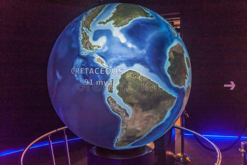PANAMA CITY PANAMA - MAJ 27, 2016: Jords geologisk historiemodell i det Museo del Kanal Interoceanico museet av royaltyfria foton