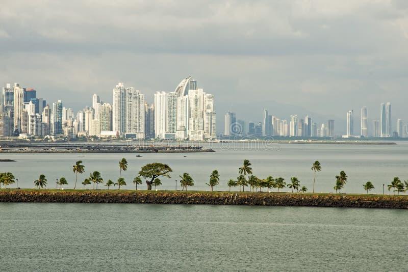 Panama City med vägbanksikt fotografering för bildbyråer