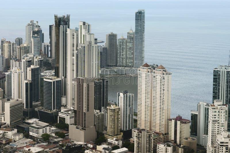 Panama City skyskrapor, flyg- sikt av i stadens centrum Panama City royaltyfri foto