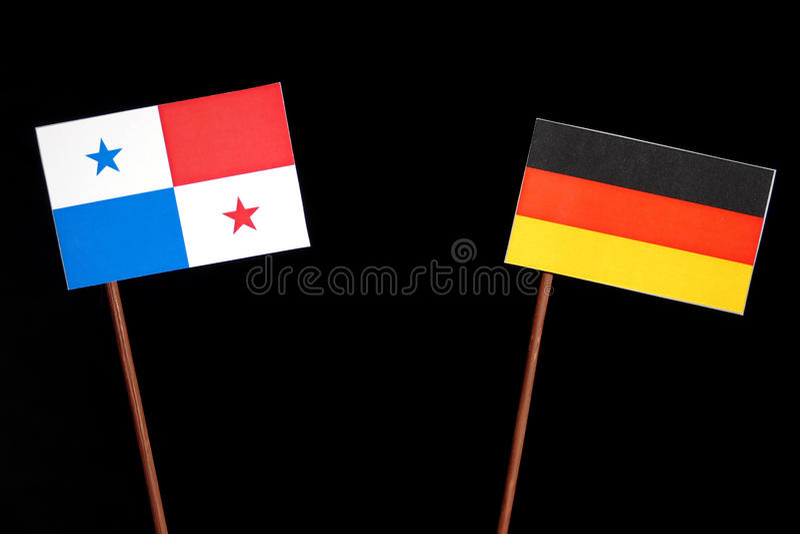 Panama-Flagge mit deutscher Flagge auf Schwarzem lizenzfreie stockfotografie