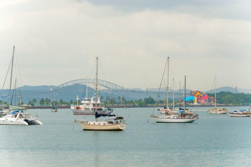 Panama-Stadt, Carreterra Panamericana und die Brücke des Amer lizenzfreie stockbilder