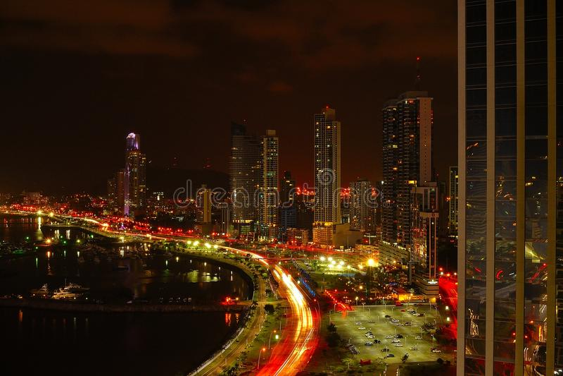 Panama-Stadt nachts stockbilder