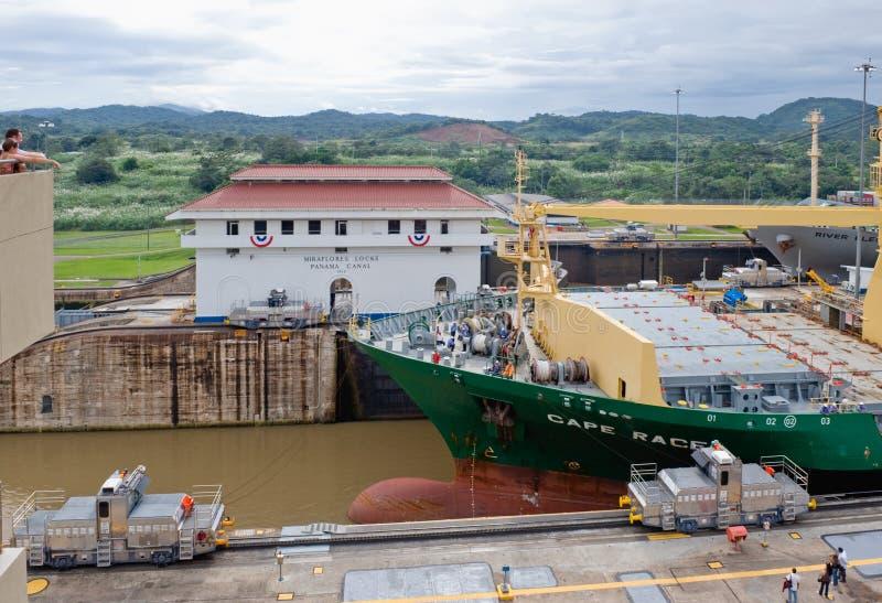 Panamakanal-Lieferungs-Durchführung lizenzfreie stockbilder