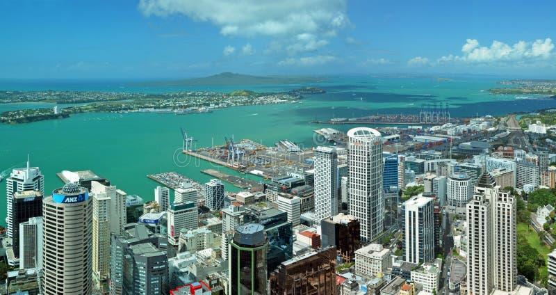 Panaorama de la antena del paisaje de la ciudad y del puerto de Auckland fotografía de archivo