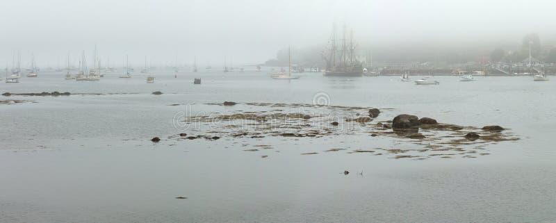 Panarama de Belfast avec le bateau grand photos stock