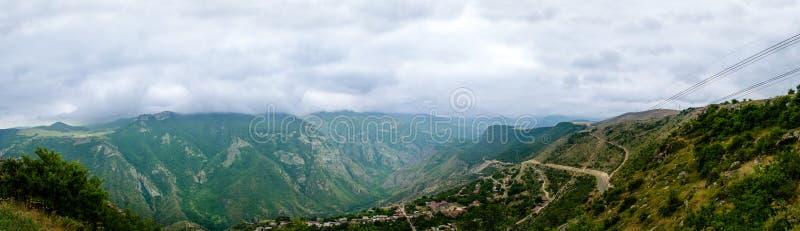 Panarama de montañas cerca de las alas de Tetev foto de archivo libre de regalías