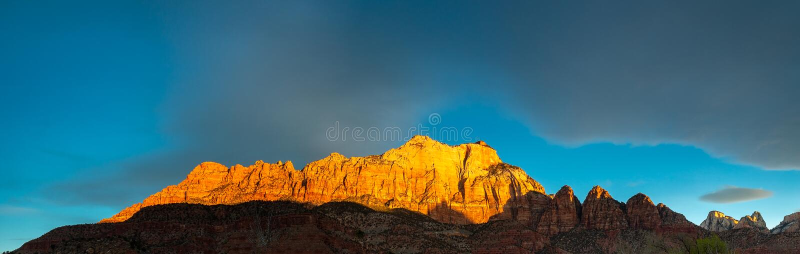 Panaromic-Ansicht des ausgezeichneten Sonnenaufgangs in Zion National Park lizenzfreie stockfotografie