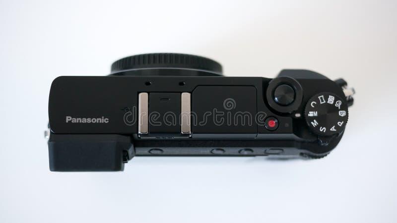 Panasonic top mirrorless digital de la cámara GX80/GX85 de Lumix abajo ve en el fondo blanco fotografía de archivo libre de regalías