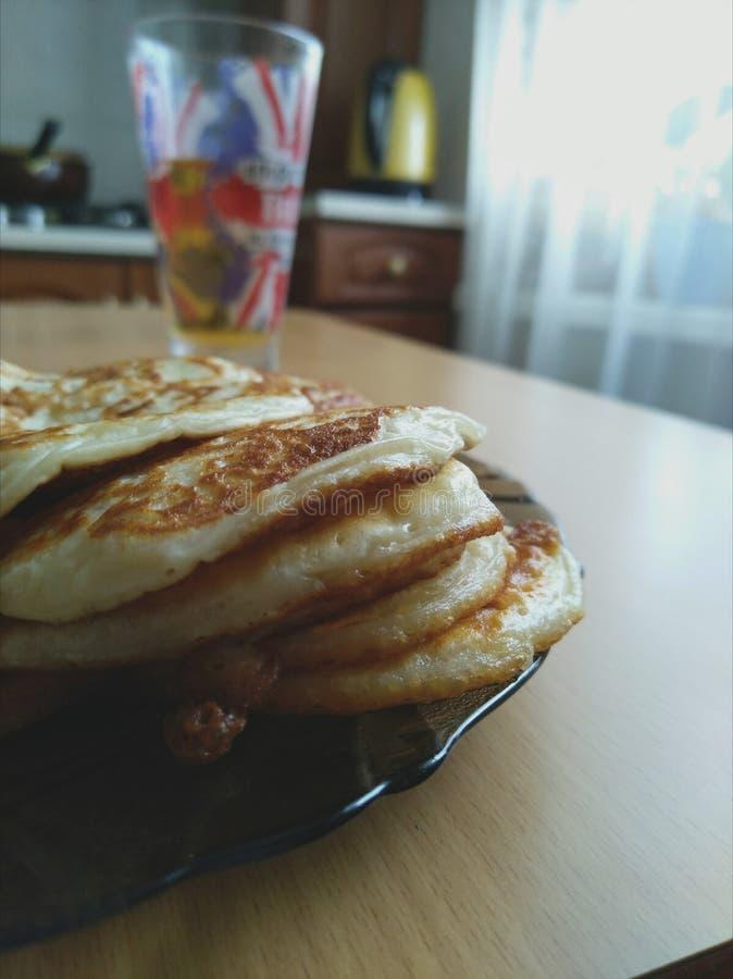 Pancake caldi di mattina fotografia stock libera da diritti