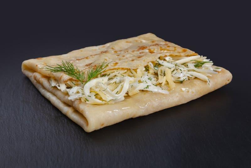 Pancake com queijo e ervas aromáticas imagens de stock royalty free