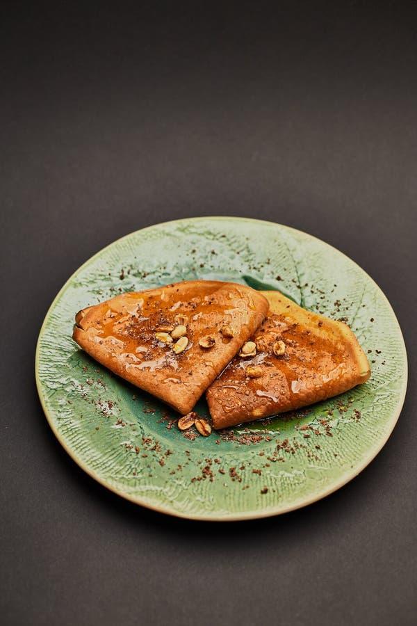Pancake con le noci fotografie stock