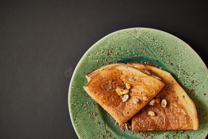 Pancake con le noci fotografia stock libera da diritti