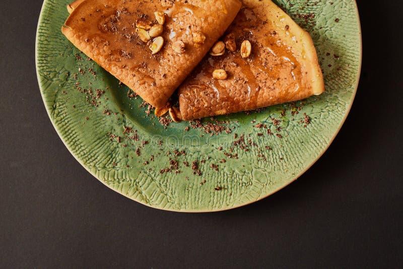 Pancake con le noci immagini stock libere da diritti